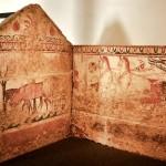 paestum-musee-fresque trouver sur le site-cavaliere avec son char et ses chevaux-detail